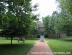 College of William & Mary - The Sir Christopher Wren Building 1699 - Williamsburg Virginia vacation attractions